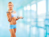 A sports girl holding weights — Stock Photo