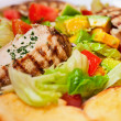Foto Stock: Grilled chicken with vegetables