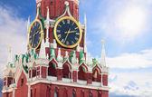 Torre spasskaya famoso com o kremlin carrilhões de close-up — Fotografia Stock