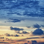 Vertical Beautiful cloudy sky at sunset — Stock Photo #20057335