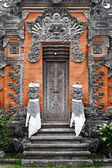 Door - traditional asian Balinese carved — Stock Photo