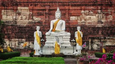 Buddha in Wat Yai Chaimongkhon. Thailand, Ayutthaya — Stock Video