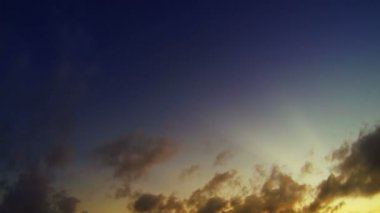 Video 1920x1080. Timelapse - clouds with rays of the sun — Stock Video