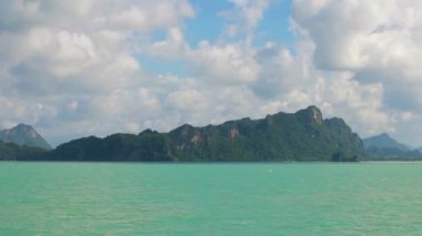 Limestone cliffs in the bay. Thailand, Krabi — Stock Video