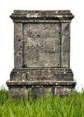 Monumento di grande lapide su sfondo bianco — Foto Stock