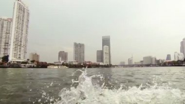 View of the center of Bangkok from a boat - video — Stock Video
