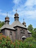 Velký starý dřevěný pravoslavná církev — Stockfoto