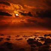 Fantastic bright orange sunset on tropical ocean - square landsc — Stock Photo