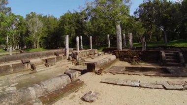 Video 1920x1080 - Ruins of an ancient Buddhist monastery dining room. Sri Lanka, Anuradhapura — Stock Video