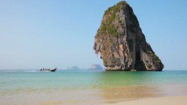 Video 1920x1080 - Railayl beach with limestone rock in Thailand, Krabi — Stock Video