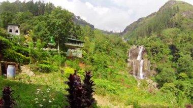 Video 1920x1080 - Large waterfall in the mountains. Sri Lanka, Nuwara Eliya, Ramboda — Stock Video