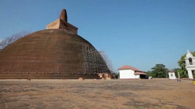 Landmark of Sri Lanka - an ancient Buddhist dagoba - video 1920x1080 — Stock Video