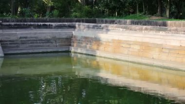 Video 1080p - Landmark of Sri Lanka - ancient swimming pool — Stock Video