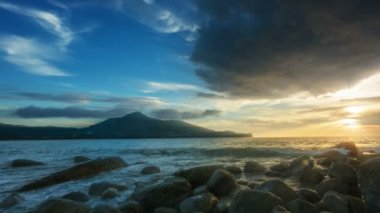 Sunset at rocky shore of the ocean with surf sound. Thailand, Phuket — Video Stock