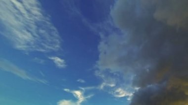 Video 1920x1080 - Clouds moving through the evening sky - timelapse — Stock Video