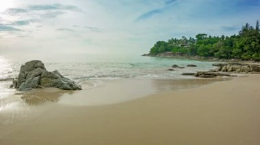 1920x1080 video - At Laem Sing Beach in the evening. Thailand, Phuket. — Stock Video
