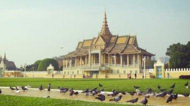 High definition video - Royal Palace, Moonlight Pavilion in Phnom Penh, Cambodia (Preah Barum Reachea Veang Chaktomuk Serei Mongkol) — Stock Video