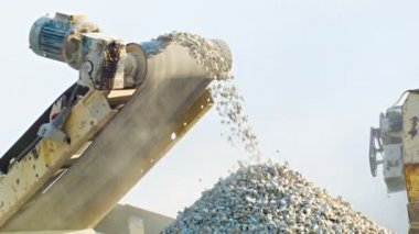 High definition video - Working mechanism of stone crusher — Stock Video