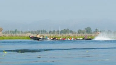 High definition video - Boat with local people on Inle lake. Burma — Stok video