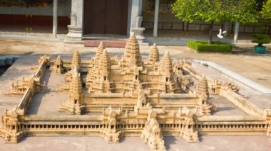PHNOM PENH, CAMBODIA - 29 DEC 2013: Model of Angkor Wat located at the Royal Palace — Stock Video