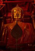 Stora gyllene buddha staty i templet wat panan choeng, ayutthaya, — Stockfoto