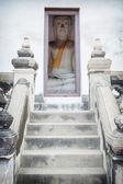 Buddha sits a small room. Thailand, Ayutthaya — Photo
