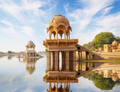 Indian landmarks - Gadi Sagar temple on Gadisar lake -  Jaisalme — Stock Photo