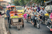 PHNOM PENH, CAMBODIA - 29 DEC 2013: Heavy traffic through the ci — Stock Photo