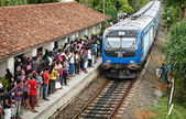 BENTOTA, SRI LANKA - 28 APR 2013: Train arrive to station with w — Stock Photo