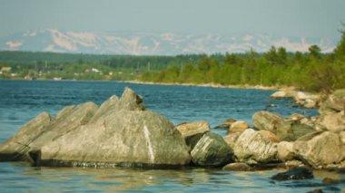 Video 1080p - Shore of Lake Imandra and Khibiny mountains on the horizon - Russian northern landscape — Stock Video