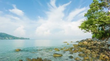 Video 1080p - Deserted tropical sea shore with rocks and tree against a beautiful sky — Stock Video