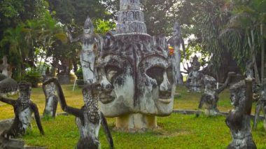 VIENTIANE, LAOS - 13 DEC 2013: Stone statues in Buddha park also known as Xieng Khuan sculpture park — Stock Video