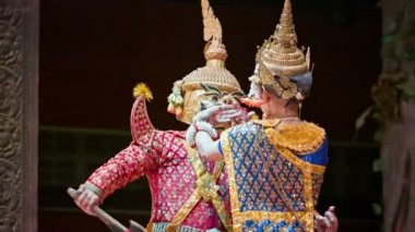 SIEM REAP, CAMBODIA - 23 DEC 2013: Scene of traditional Cambodian show at the theater — Stock Video