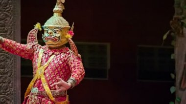 SIEM REAP, CAMBODIA - 23 DEC 2013: Traditional Cambodian show in the theater — Stock Video