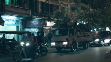 PHNOM PENH, CAMBODIA - 29 DEC 2013: People go home in back of a truck — Stock Video