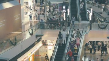 SINGAPORE - CIRCA DEC 2013: Interior of a modern store with escalators — Stock Video