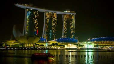 SINGAPORE - CIRCA JAN 2014: View of the Marina Bay Sands hotel from water — Stock Video