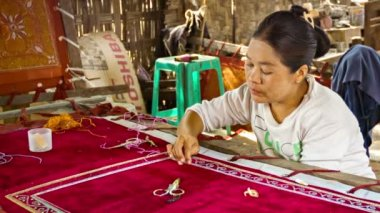 MANDALAY, MYANMAR - 13 JAN 2014: Burmese tapestry masters work with kalaga. It is a heavily embroidered applique tapestry made of silk, flannel, felt, wool and lace against cotton or velvet background — Stock Video