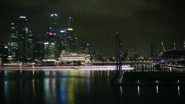 Singapore - circa dec 2013: visa skyskrapor businesscentret på natten — Stockvideo