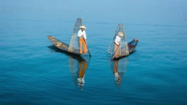 Video 1080p - Burma, Inle Lake. The traditional way of fishing. Fishermen on boats with fish-traps — Stock Video