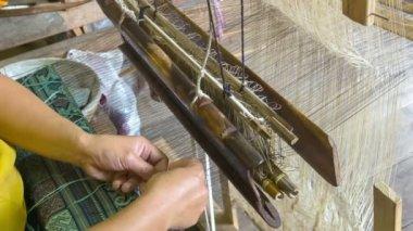 Video 1080p - Weaving pattern on an old loom. Laos, Luang Prabang — Stock Video