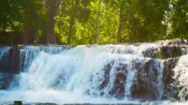 Video 1080p - Waterfall with zoom. Cambodia, Siem Reap. — Stockvideo