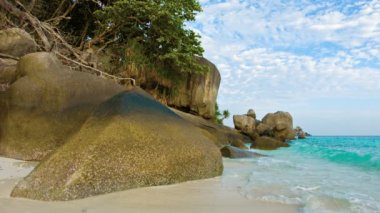 Video 1080p - Large rocks on the beach. Thailand, Similan — Stock Video