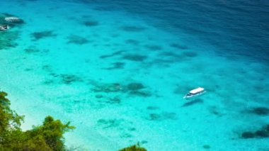 Video 1080p - Tropical sea creek with yacht — Stock Video