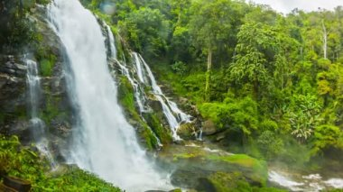 Video 1920x1080 - Large waterfall in Thailand near Chiang Mai - general view — Stock Video
