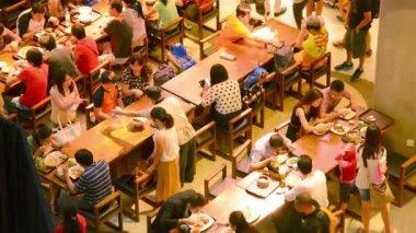 SINGAPORE - CIRCA DEC 2013: Dining Room in Marina Bay Sands complex — Stock Video