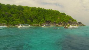 SIMILANS, THAILAND - CIRCA MAR 2014: Speedboats are anchored while tourists snorkle in the sea — Stock Video