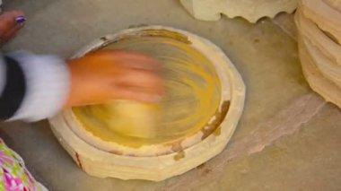 BAGAN, MYANMAR - CIRCA JAN 2014: Making of Thanaka - traditional homemade cosmetics — Vidéo