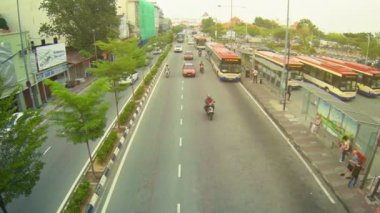 GEORGE TOWN, PENANG, MALAYSIA - 22 JUL 2014: Traffic on the highway in the city. Top view — Stock Video