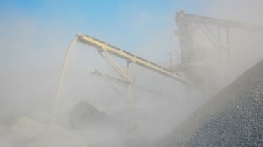 Video 1080p - Factory for production of gravel. Stone crusher in Burma — Stock Video